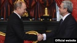Владимир Путин (слева) и Серж Саргсян (архив)
