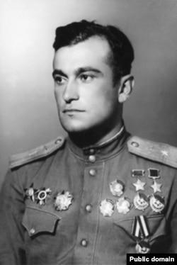Дважды Герой Советского Союза Амет-Хан Султан