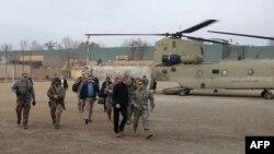 Исполняющий обязанности министра обороны США Патрик Шэнахан после прибытия в Кабул. 11 февраля 2019 года.
