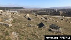 Заброшенное кладбище защитников Севастополя времен Крымской войны в Белогорске