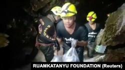În încercarea de a salva copiii blocați în peștera din Tailanda