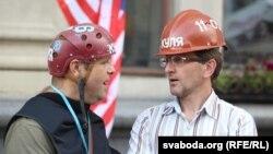 Алесь Таўстыка і Алесь Лагвінец падчас перадвыбарчай кампаніі