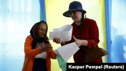 Під час голосування на виборах президента України в селі Космач Косівського району Івано-Франківської області, 25 травня 2014 року