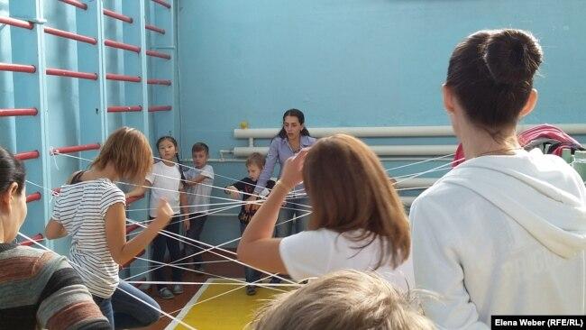Спортивные игры с детьми в рамках проекта «Аутизм победим» в Караганде. Иллюстративное фото.