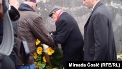 Predsjednik Haškog tribunala kod bivšeg logora Čelebići ostavlja vijenac