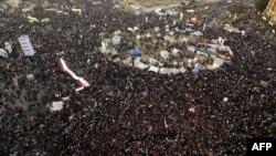 Протестующие против Мубарака на площади Тахрир в Каире. 2011