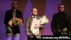 Альгерд Бахарэвіч, Павал Касьцюкевіч і Артур Клінаў на цырымоніі прысуджэньня літаратурнай прэміі Ежы Гедройця, 3 сакавіка 2012 году