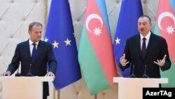 Avropa İttifaqı Şurasının prezidenti Donald Tusk və Azərbaycan prezidenti İlham Əliyev