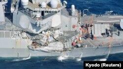 Американський есмінець USS Fitzgerald, пошкоджений в результаті зіткнення з торговельним судном під прапором Філіппін неподалік берегів Японії, 17 червня 2017 року