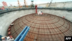 Почти 15 лет назад в Японии (Йокогама) было построено крупнейшее в мире подземное хранилище сжиженного природного газа. Диаметр его крыши превышает 70 метров, а вес - 700 тонн.