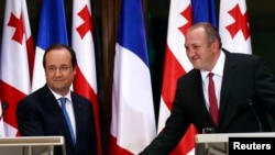 Georgia's President Giorgi Margvelashvili (right) greets his French counterpart Francois Hollande in Tbilisi, May 13, 2014.