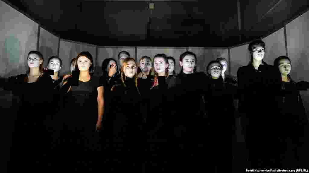 Студенти-актори КНУКіМ в театральному перформансі «Окупація свободи» відтворили атмосферу півострова за останні шість років