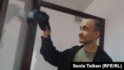 Гражданский активист Макс Бокаев в зале суда. Атырау, 3 июня 2016 года.