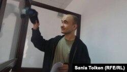Гражданский активист Макс Бокаев в суде, где решается вопрос об избрании ему меры пресечения. Атырау, 3 июня 2016 года.