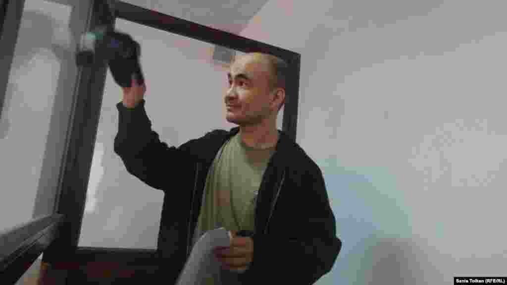 Гражданский активист Макс Бокаев в зале суда.