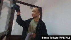 Следствие не нашло доказательств попыток Макса Бокаева (на снимке) и Талгата Аяна призвать людей к захвату власти, но теперь утверждает, что они виновны в других правонарушениях.