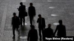 Aproape jumătate din forța de muncă din lume riscă să își piardă locurile de muncă în prima jumătate a anului.