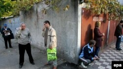 На пороге светлого будущего: в очереди за рабочей визой у британского посольства в Бухаресте