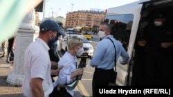Privođenje dopisnice RFE / RL Alyaksandre Dynko u Minsku 19. juna