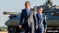 Шымкентский бизнесмен Тохтар Тулешов (на переднем плане), обвиненный в «попытке насильственного захвата власти», «финансировании земельных митингов».