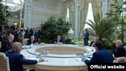 КМШ лидерлеринин бейформал жыйыны. 8-май, 2015-жыл