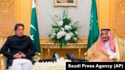 عمران خان د سعودي عرب له پاچا سره
