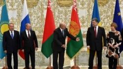 Բելառուս - Ռուսաստանի նախագահ Վլադիմիր Պուտինը, Բելառուսի նախագահ Ալեքսանդր Լուկաշենկոն և Ուկրաինայի նախագահ Պետրո Պորոշենկոն Մինսկի հանդիպման ժամանակ, 26-ը օգոստոսի, 2014թ․