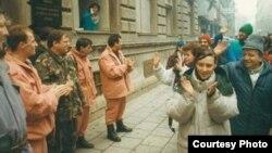 Marş pacifist la Sarajevo, înainte de declanşarea războiului bosniac, aprilie 1992
