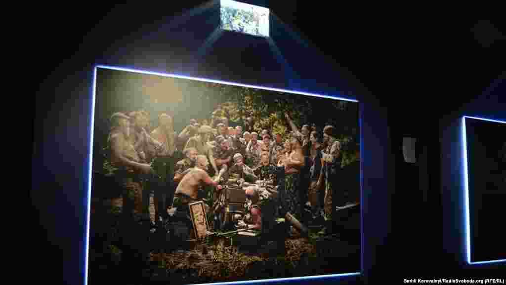 Висвітлюючи події Революції гідності та військові дії на Донбасі, Юрій зіткнувся із необізнаністю французів про події в Україні. За допомогою світлин за мотивами кращих західних митців фотограф вирішив привернути увагу іноземців до українських реалій