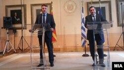 Градоначалникот на Атина Јоргос Каминис т градоначалникот на Скопје Петре Шилегов.