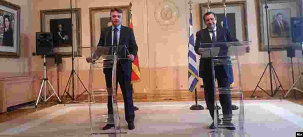 МАКЕДОНИЈА - Владите во Скопје и Атина треба да се фокусираат на она што ги поврзува двете држави и општества, порача градоначалникот на Атина Јоргос Каминис по средбата со градоначалникот на Скопје Петре Шилегов. Поблиски главни градови за поблиски влади, рекоа градоначалниците.