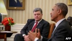 ABŞ Prezidenti ukraynalı həmkarı Petro Poroshenko ilə