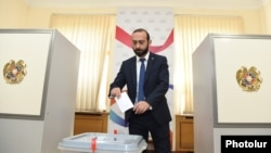Armenia -- Speaker Ararat Mirzoyan casts a ballot in a parliament vote on a resolution demanding the dismissal of Constitutional Court Chairman Hrayr Tovmasian, Yerevan, October 4, 2019.