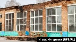 Здание средней школы в красноярском селе Каратузское