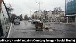 Разбитые дороги Узбекистана.