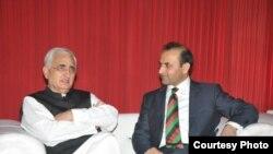 نوی ډیلی: د هند د بهرنیو چارو وزیر سلمان خورشید سره په هند کې افغان سفیر شيدا محمد ابدالي ویني.