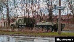 Вооружение сепаратистов на въезде в Донецк в начале апреля