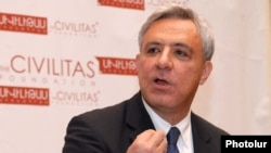 Экс-глава МИД Армении, депутат парламентской фракции партии «Процветающая Армения» Вардан Осканян