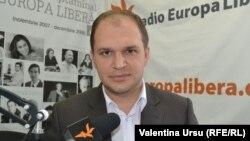 Ion Ceban în studioul Europei Libere de la Chișinău