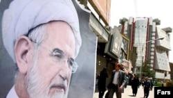 Posters of presidential candidate Mehdi Karrubi in Tehran in late May