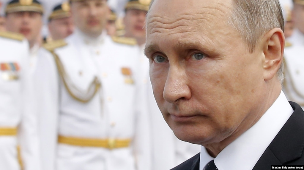 Владимир Путин на параде в Петербурге
