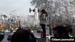 گفتوگو با نرگس حسینی در مورد محکومیت ۲۴ ماههاش به دلیل مخالفت با حجاب اجباری