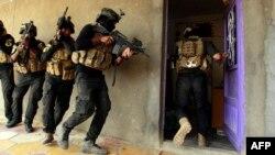 قوات خاصة عراقية تدهم منزلاً في جرف الصخر