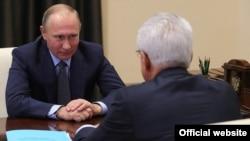 Встреча президента России Владимира Путина с врио главы Дагестана Владимиром Васильевым, 4 декабря 2017 года