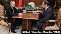 Президент Владимир Путин встречается с Дмитрием Азаровым, назначенным и.о. губернатора Самарской области 25 сентября 2017 года