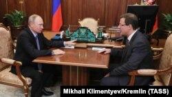 Vladimir Putin sa novim guvernerom Dmitrijem Azarovim za region Samare u Kremlju