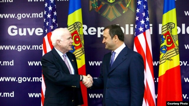 U.S. Senator John McCain (left) and Moldovan Prime Minister Vlad Filat meet in Chisinau.