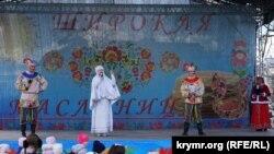 Зі сцени виступали дитячі танцювальні та пісенні колективи, а також аніматори.
