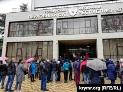 Понад сто осіб прийшли підтримати Зубкова під суд у Сімферополі, 11 лютого 2020 року