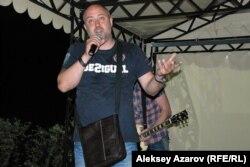 Ұйымдастырушылардың бірі Вячеслав Неруш. Алматы облысы, 28 маусым 2014 жыл.